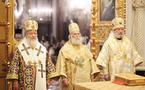 Le patriarche Théodore d'Alexandrie et le métropolite Christophe de Prague célèbrent la divine liturgie avec le patriarche Cyrille à la cathédrale de Moscou