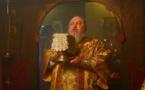 Le métropolite Cyrille de Stavropol célèbre la liturgie dans l'église orthodoxe de Clamart