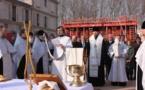 Prière sur le chantier de la nouvelle église orthodoxe à Paris